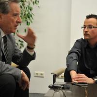Iñaki Gabilondo durant la seva entrevista amb Adrián Caballero per Report.cat