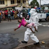 Una de les imatges del festival és la d'una unitat antiebola a Libèria. | Foto: Daniel Berehulak
