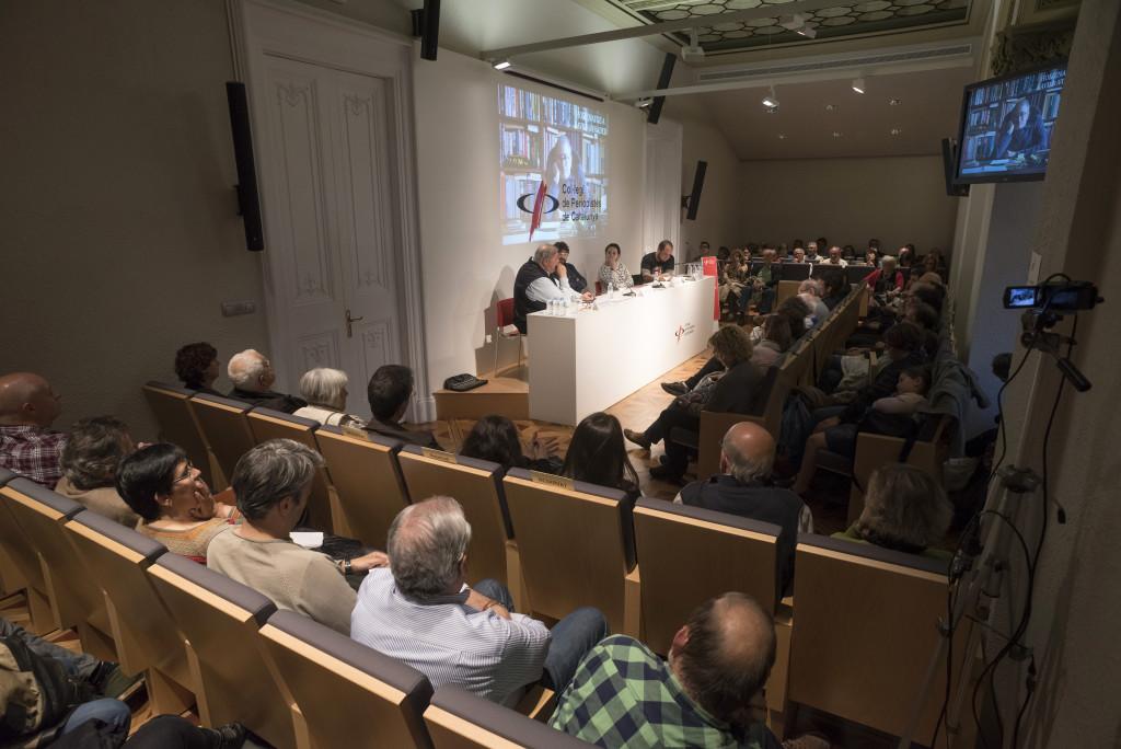 La sala d'actes del Col·legi es va omplir per recordar Vinader. Foto: Dani Codina