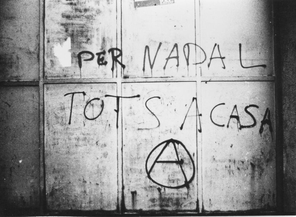 Un dels grafitis que van omplir els carrers de Barcelona durant la Transició. Foto: Salvador Obvios