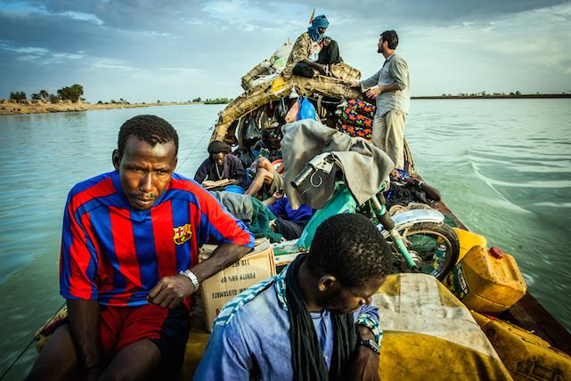 Aldekoa durant un trajecte per un dels rius d'Àfrica. Foto: Joan Gomis