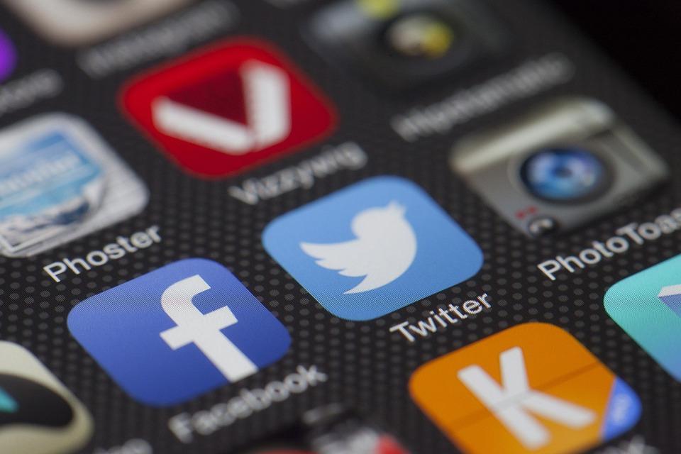 Twitter Facebook xarxes socials