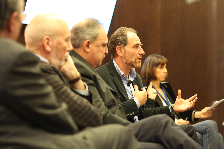 1. Un moment de la taula dels directors de diaris | Foto: Jordi Salinas