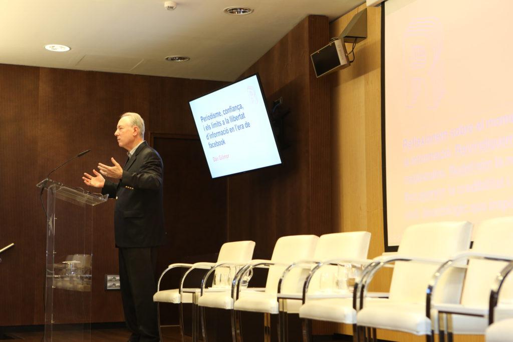 Gillmor durant la seva ponència. Foto: Jordi Salinas