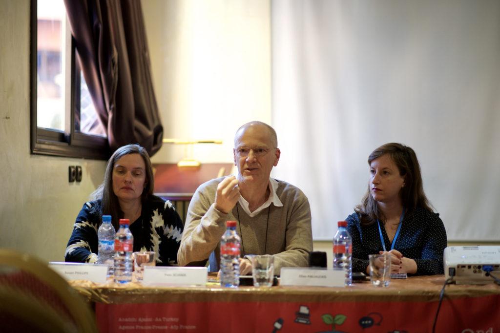 La periodista Caty Arévalo (a la dreta) va lamentar la manca de mitjans per desenvolupar periodisme d'investigació mediambiental