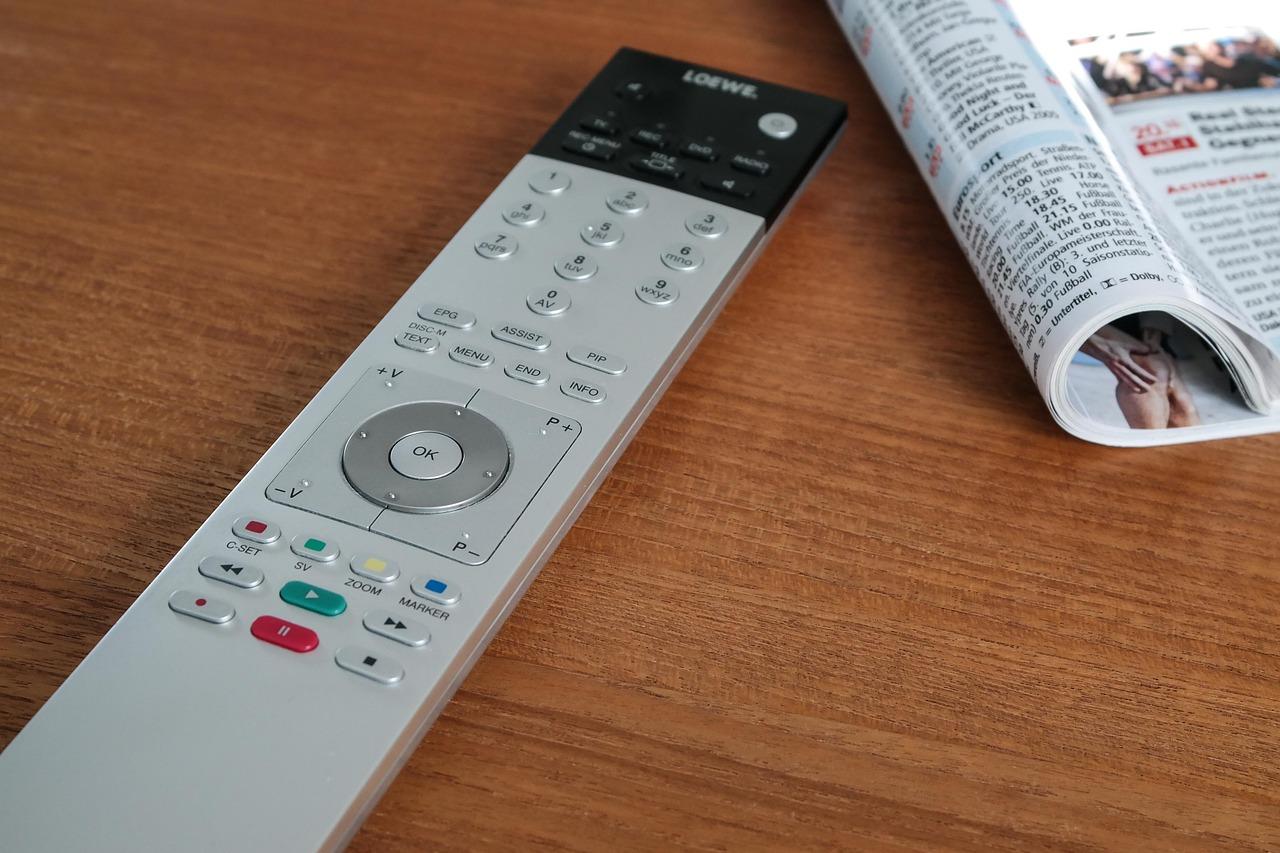 comandament distancia, televisió, revista