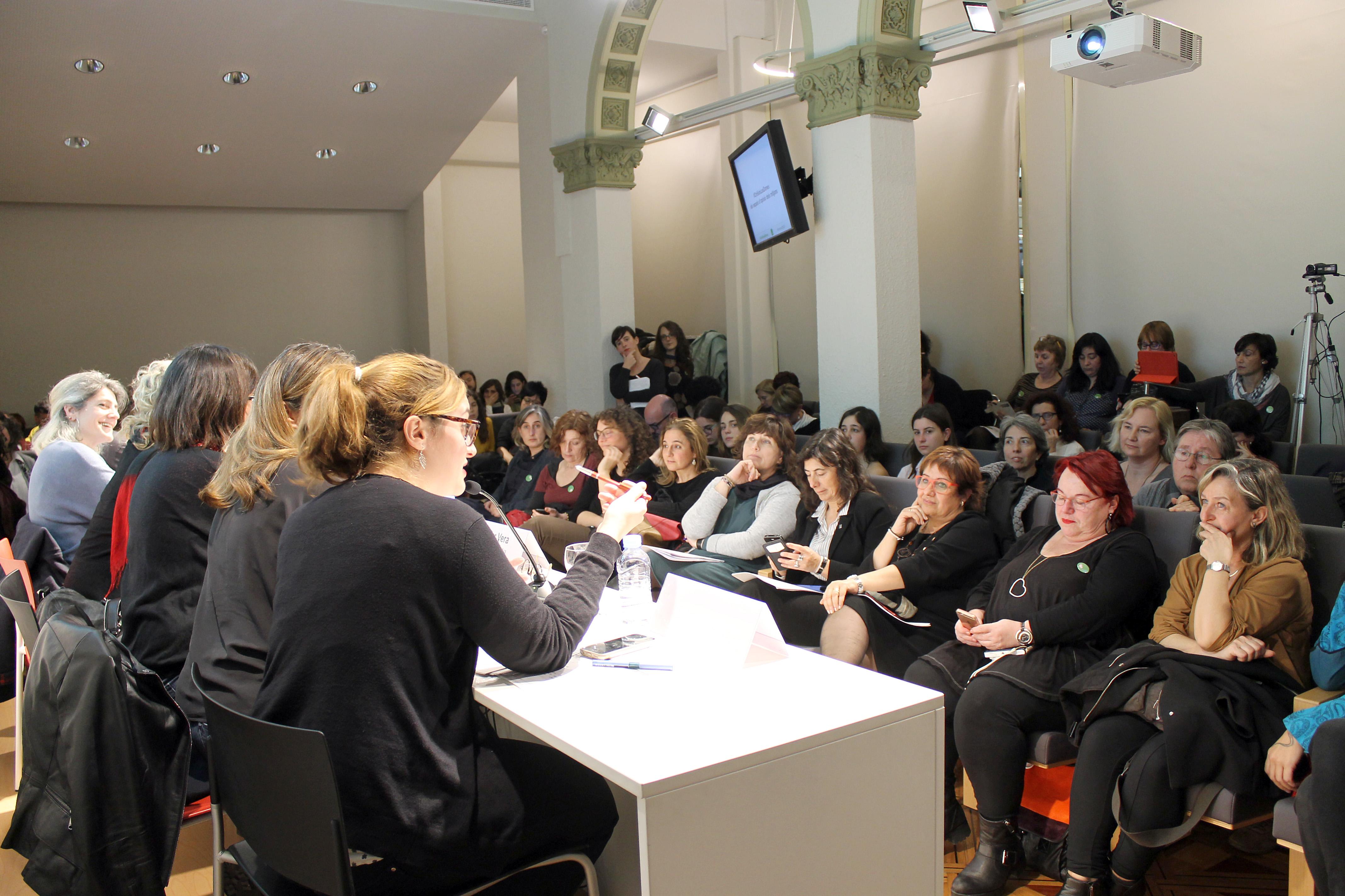 La sala d'actes del Col·legi de Periodistes es va omplir per conèixer els resultats de l'informe #OnSónLesDones | Foto: Ignasi Renom