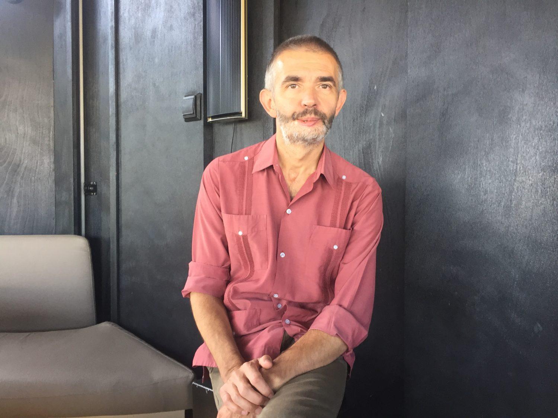Philippe Lançon durant la presentació del llibre a La Central del Raval. Foto: Angle editorial.