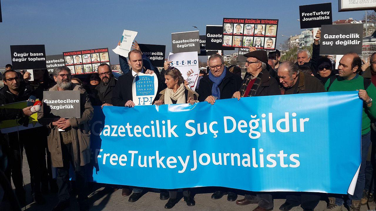 Periodistes turcs protesten per empresonament
