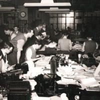 La redacció de Reuters a Londres durant els anys cinquanta | Foto: Arxiu Reuters.