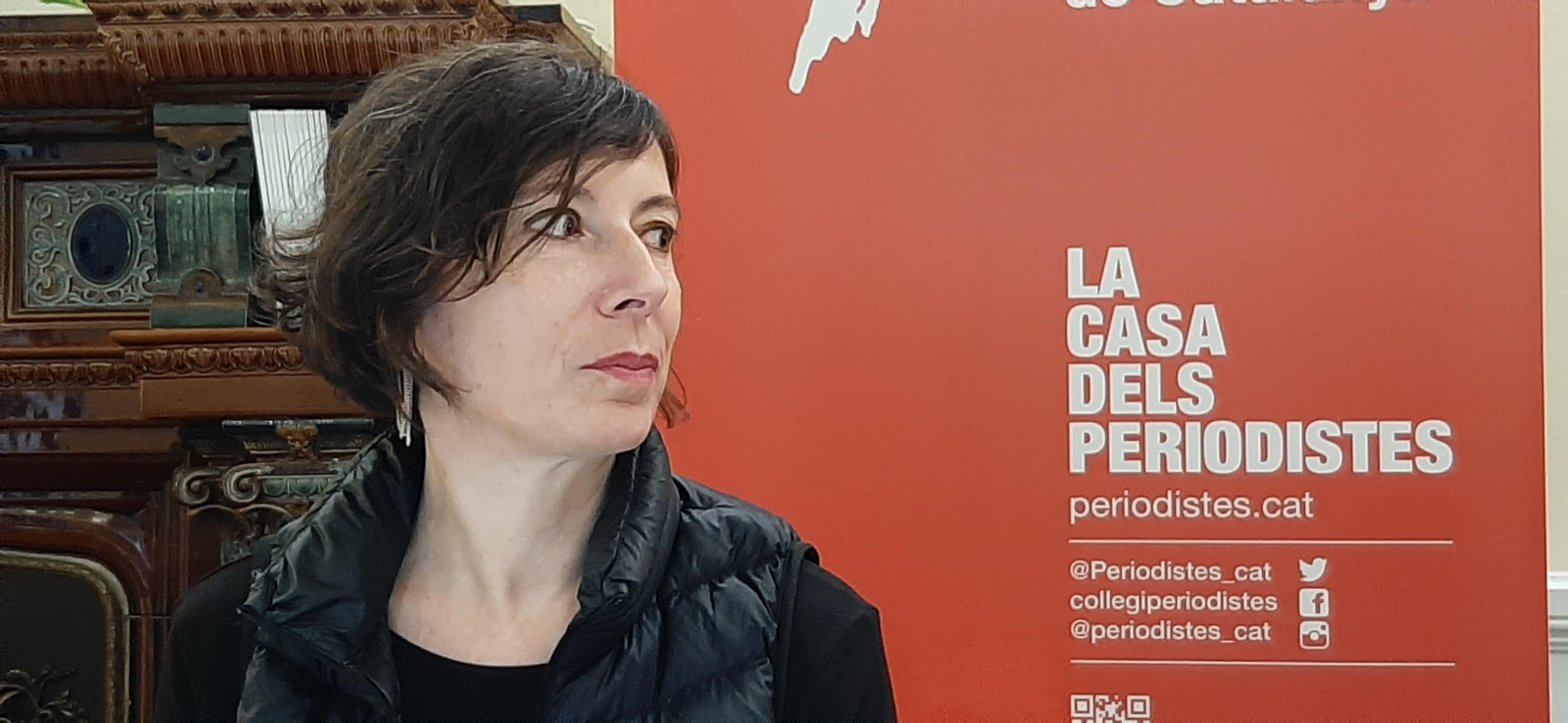 Simona Levi durant la seva intervenció al Col·legi de Periodistes de Catalunya |Foto: Núria Segura