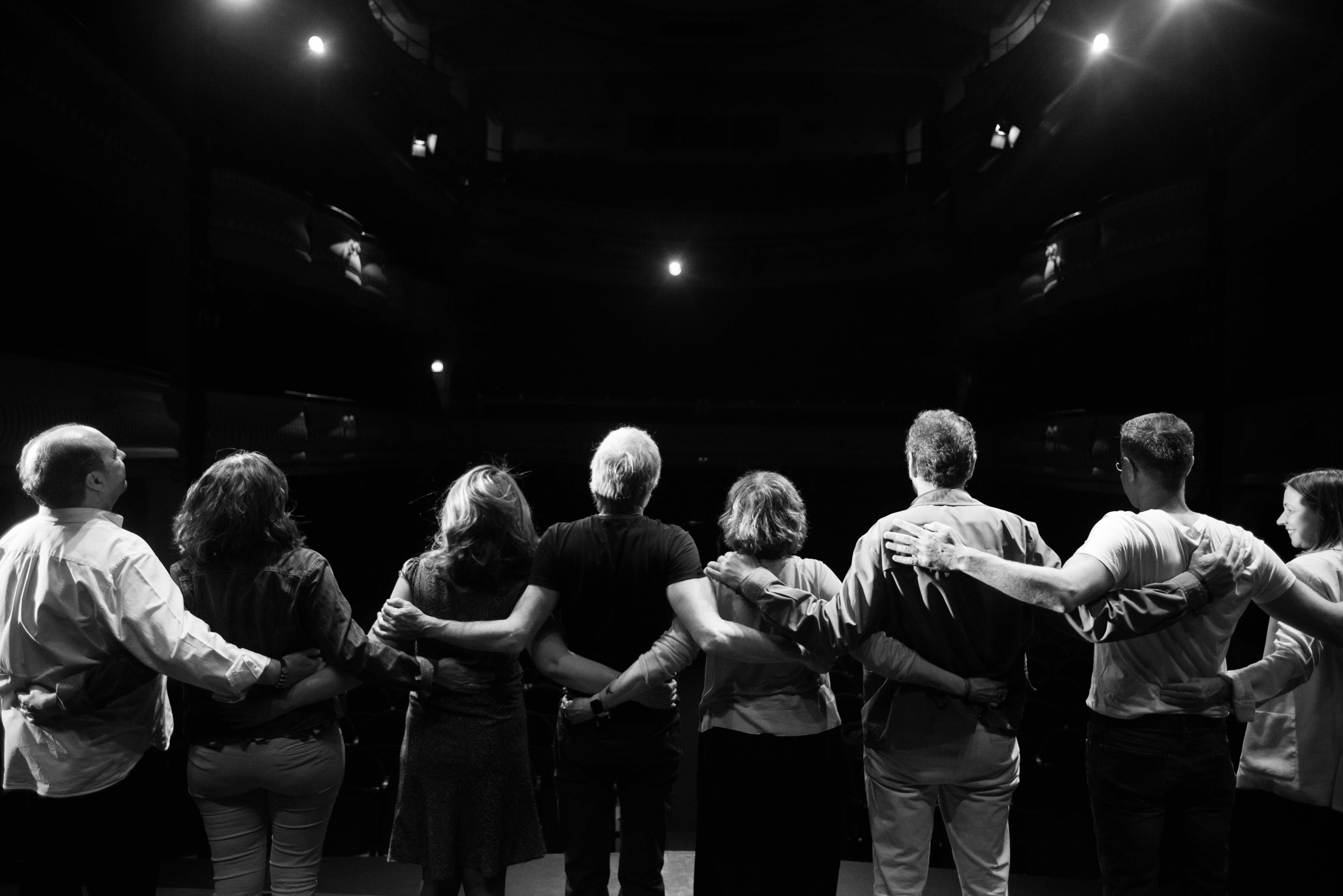 Els autors de Diario Vivo saludant a platea després de la representació | Autor: Diario Vivo
