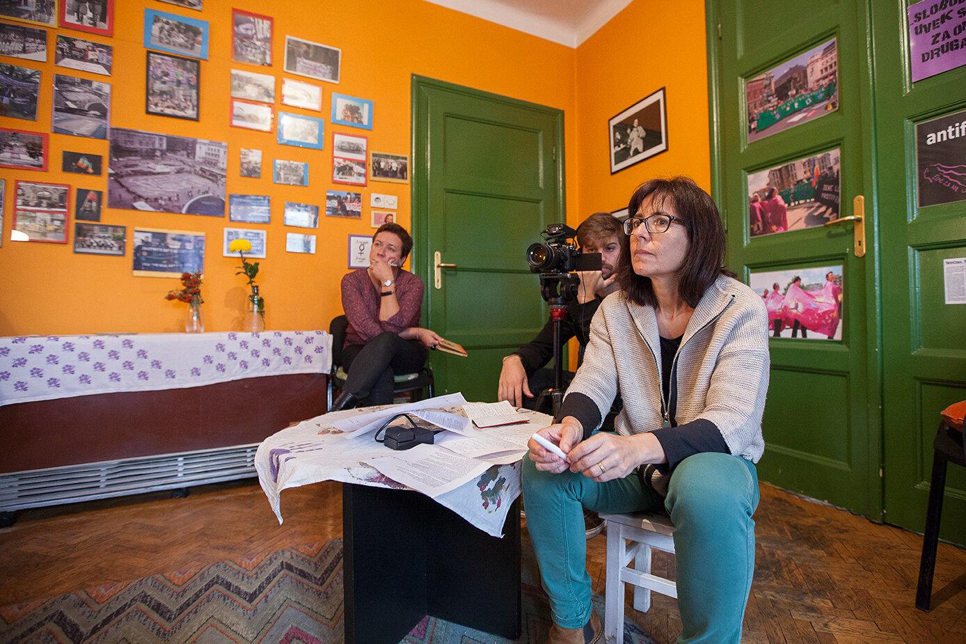 Teresa Turiera-Puigbó i Anna Maria Ricart durant una de les entrevistes a Belgrad.