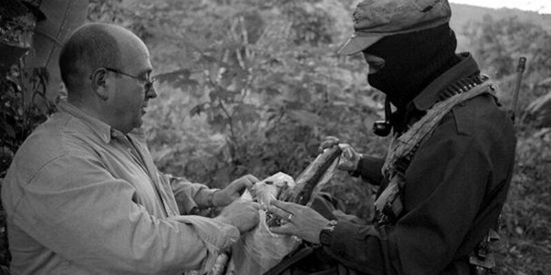 Manuel Vázquez Montalbán a la selva Lacandona amb el subcomandante Marcos. Foto: Guiomar Rovira