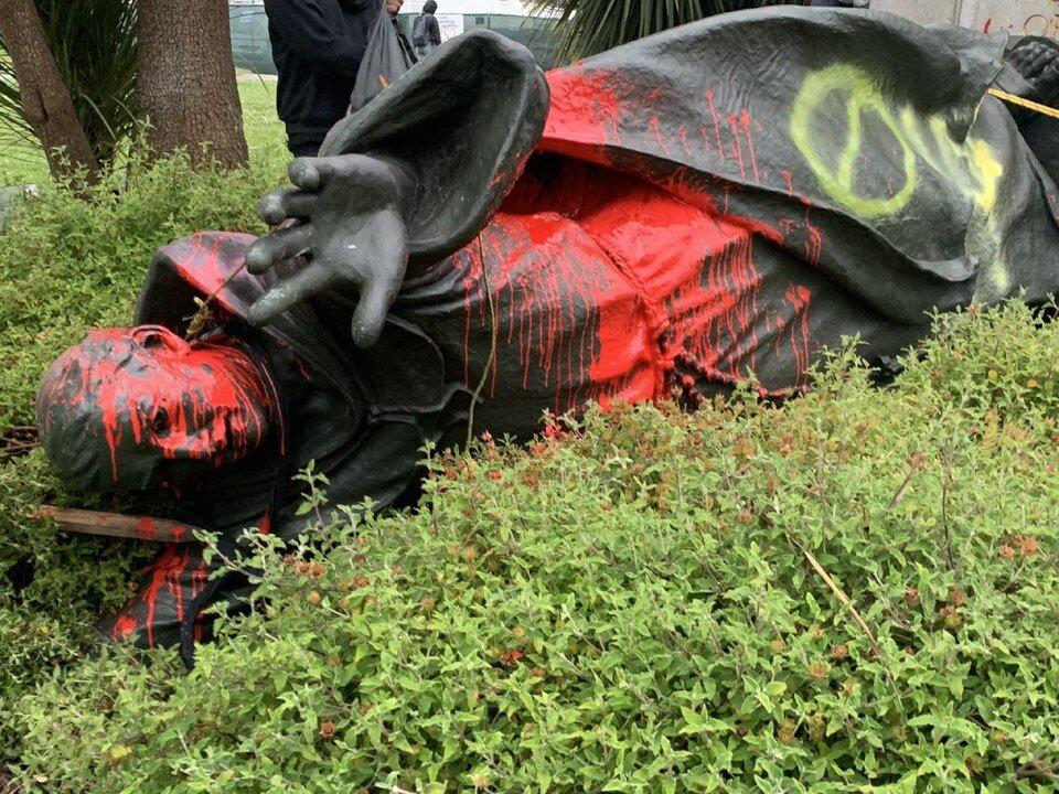 divulgacio històrica Estàtua del missioner mallorquí Juníper Serra, enderrocada per manifestants a San Francisco / The Hispanic Council
