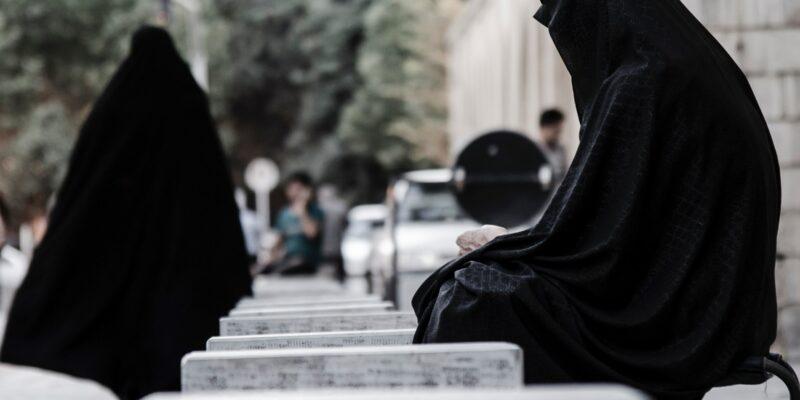 Dues dones amb vel integral a l'Iran dones valentes